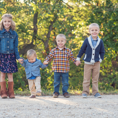 How to Style Your Family Photo Shoot